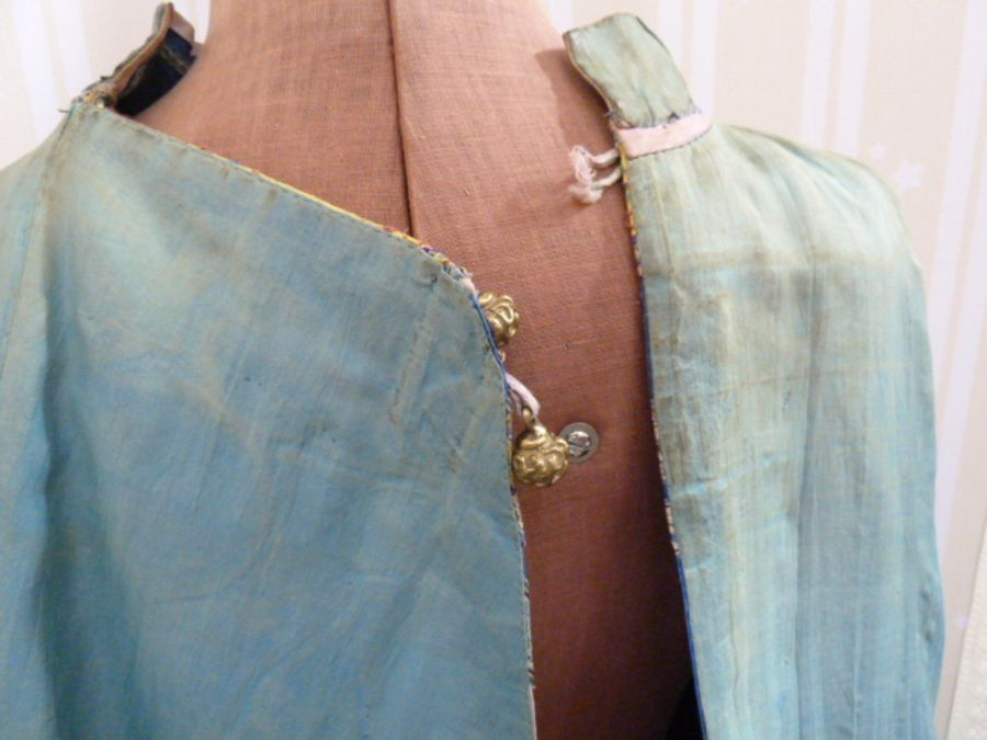 Chinese embroidered silk robe, brass button with relief pattern and silk loop fastenings, borders - Image 7 of 18