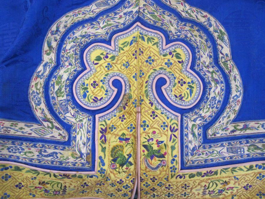 Chinese embroidered silk robe, brass button with relief pattern and silk loop fastenings, borders - Image 10 of 18