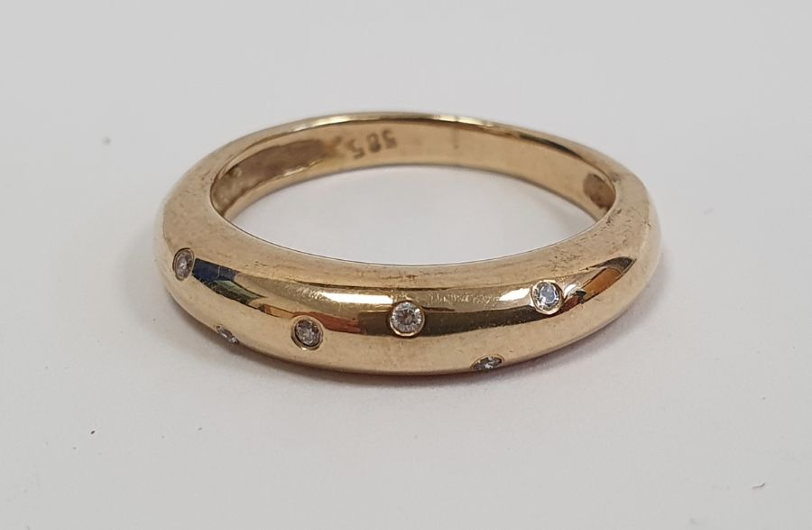 Gold ringset with seven small diamonds in rubover setting, marked 585, finger size P1/2, approx. - Image 2 of 5