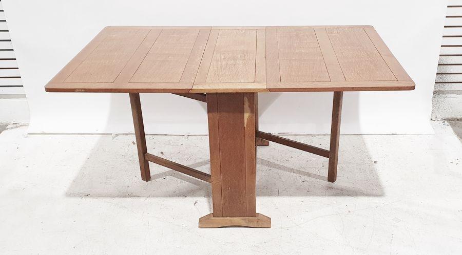20th century oak drop-leaf table - Image 2 of 2