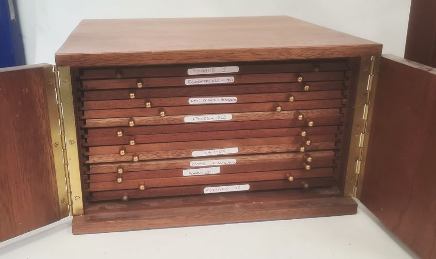 Two coin collector's cabinets each with a pair of doors enclosing assorted coin drawers (2) - Image 4 of 5