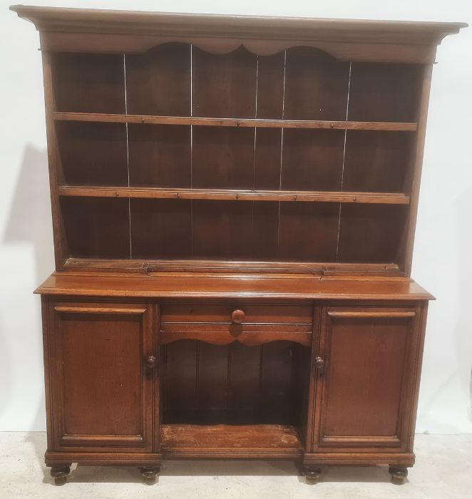 20th century oak dresser moulded cornice above three shelves and a base of single drawer over kennel