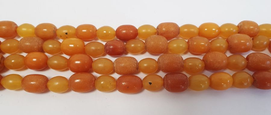 An amber graduating beaded necklace, 32g approx. 75cm long approx. - Image 2 of 2