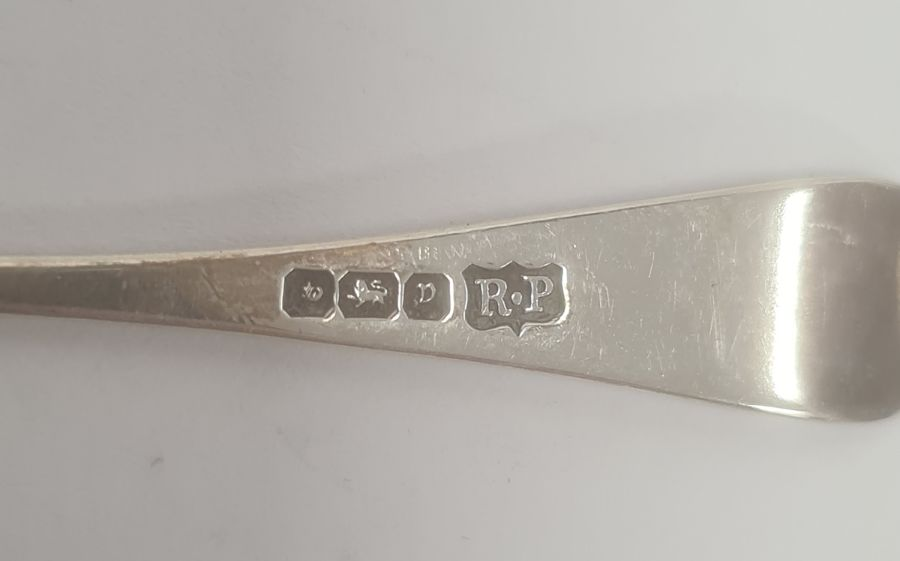 Quantity of assorted silver and plated sugar nips, apostle spoonsand souvenir spoons, 8ozt - Image 4 of 15