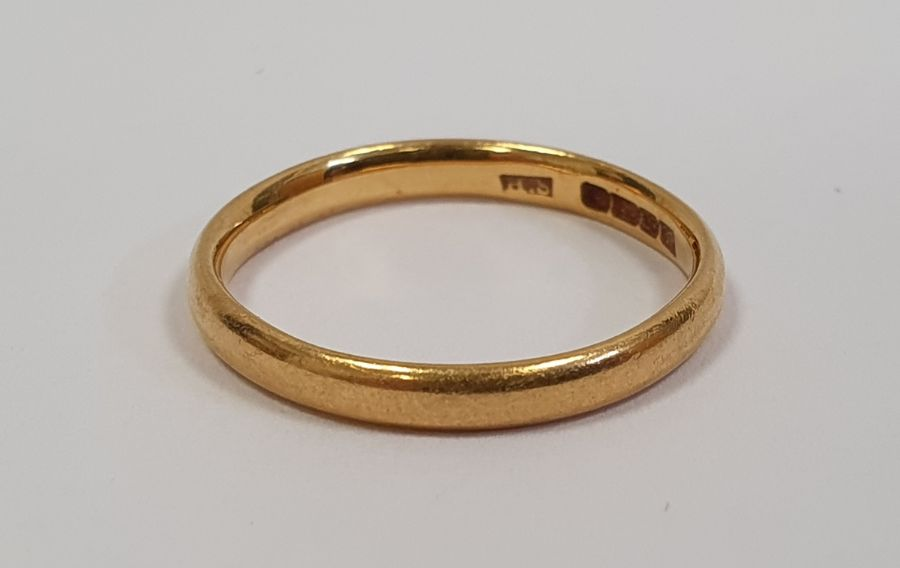 22ct gold wedding ring, 2.7g approx.
