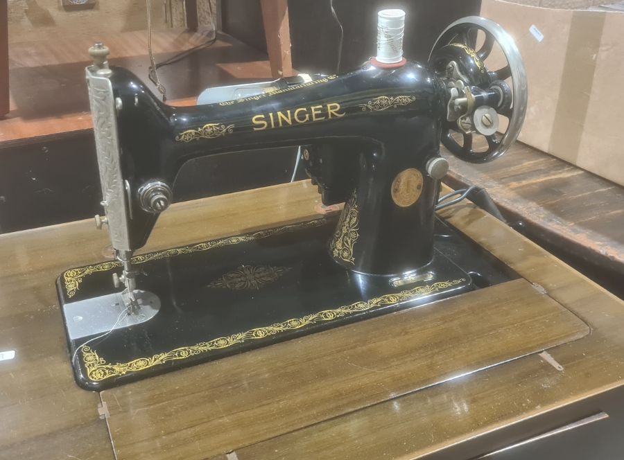 Singer sewing machine in cabinet - Image 2 of 2