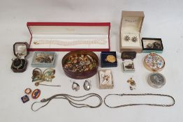 Quantity of assorted costume earrings, a simulated pearl necklace, etc (1 box)