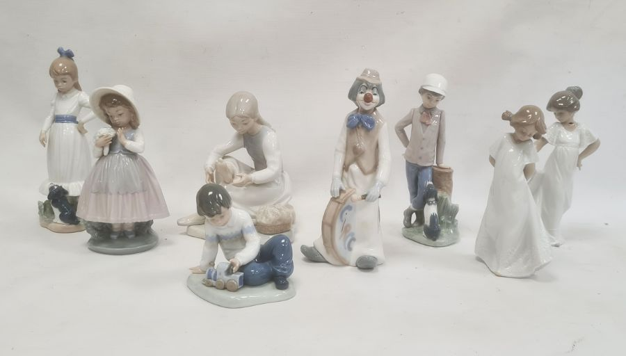 Quantity of Nao figuresto include children and clowns (8)