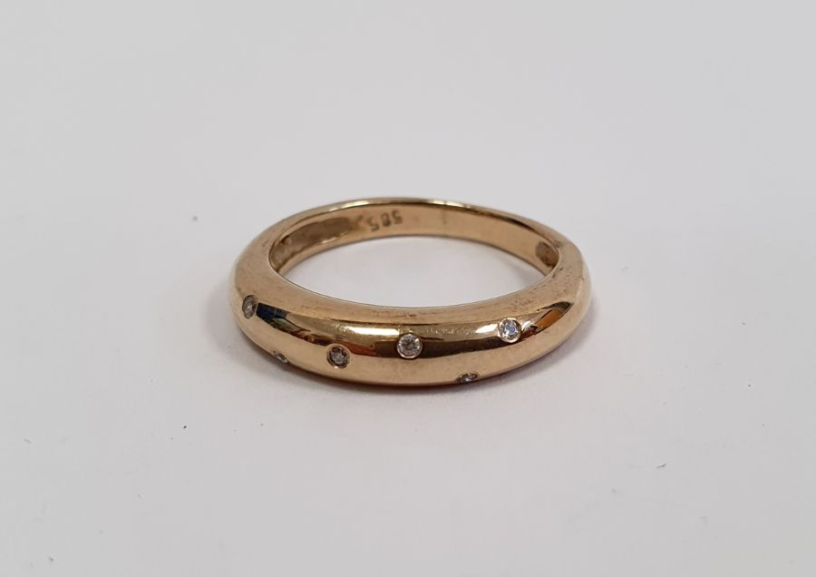 Gold ringset with seven small diamonds in rubover setting, marked 585, finger size P1/2, approx.