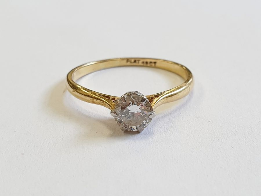 18ct gold diamond solitaire ring, round brilliant stone, 5mm in diameter approx. 0.67ct, colour H/I, - Image 2 of 4
