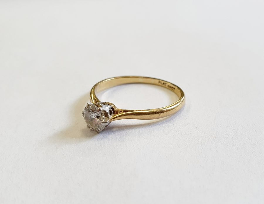18ct gold diamond solitaire ring, round brilliant stone, 5mm in diameter approx. 0.67ct, colour H/I,