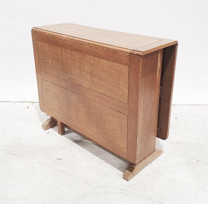 20th century oak drop-leaf table