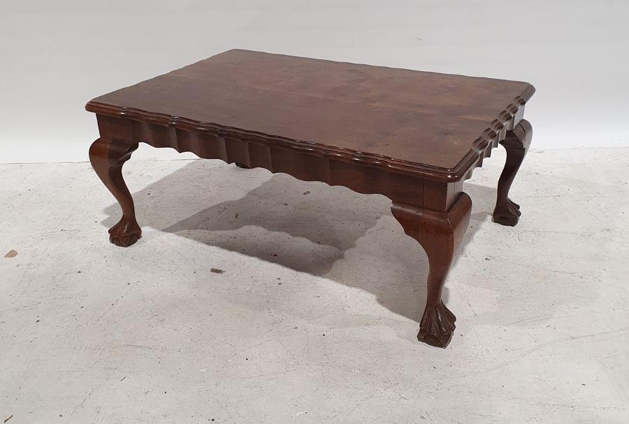 20th century figured wood coffee tableof rectangular form, moulded wavy edges, on cabriole legs,