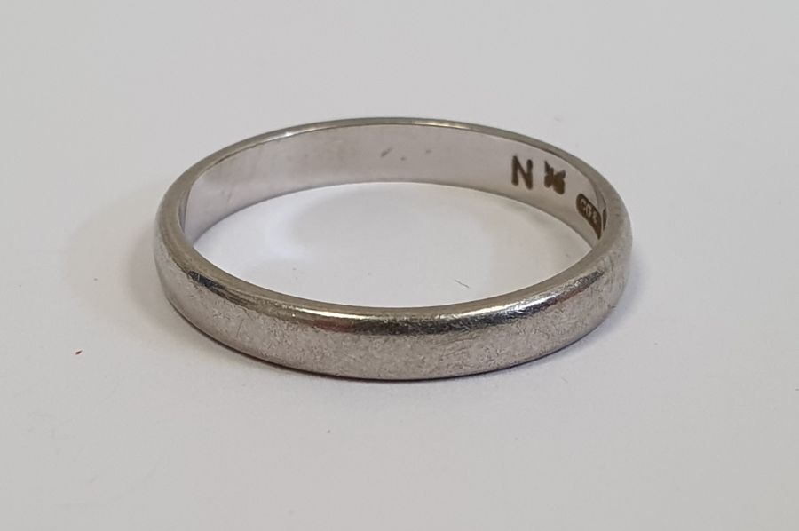 Platinum wedding band, 3.5g approx.Condition Report Approximate size: O