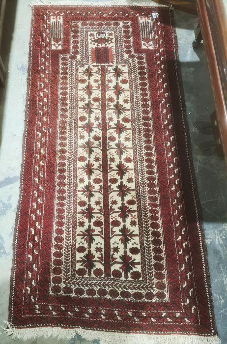 Cream ground Eastern-style rugin creams, reds and blacks, 178cm x 85cm