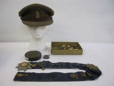 WWI War medal named to '31952.PTE.A.FINCH.GLOUC.R.', military cap badges, buttons, Masonic medal,