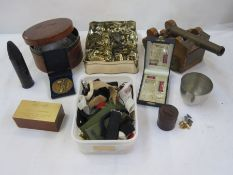 Collection of military badges, buttons, two military prints, twomilitary photosand otheritems