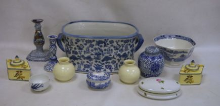 Mixed lot of English and foreign ceramicsto include blue and white ginger jar, oval lidded dish