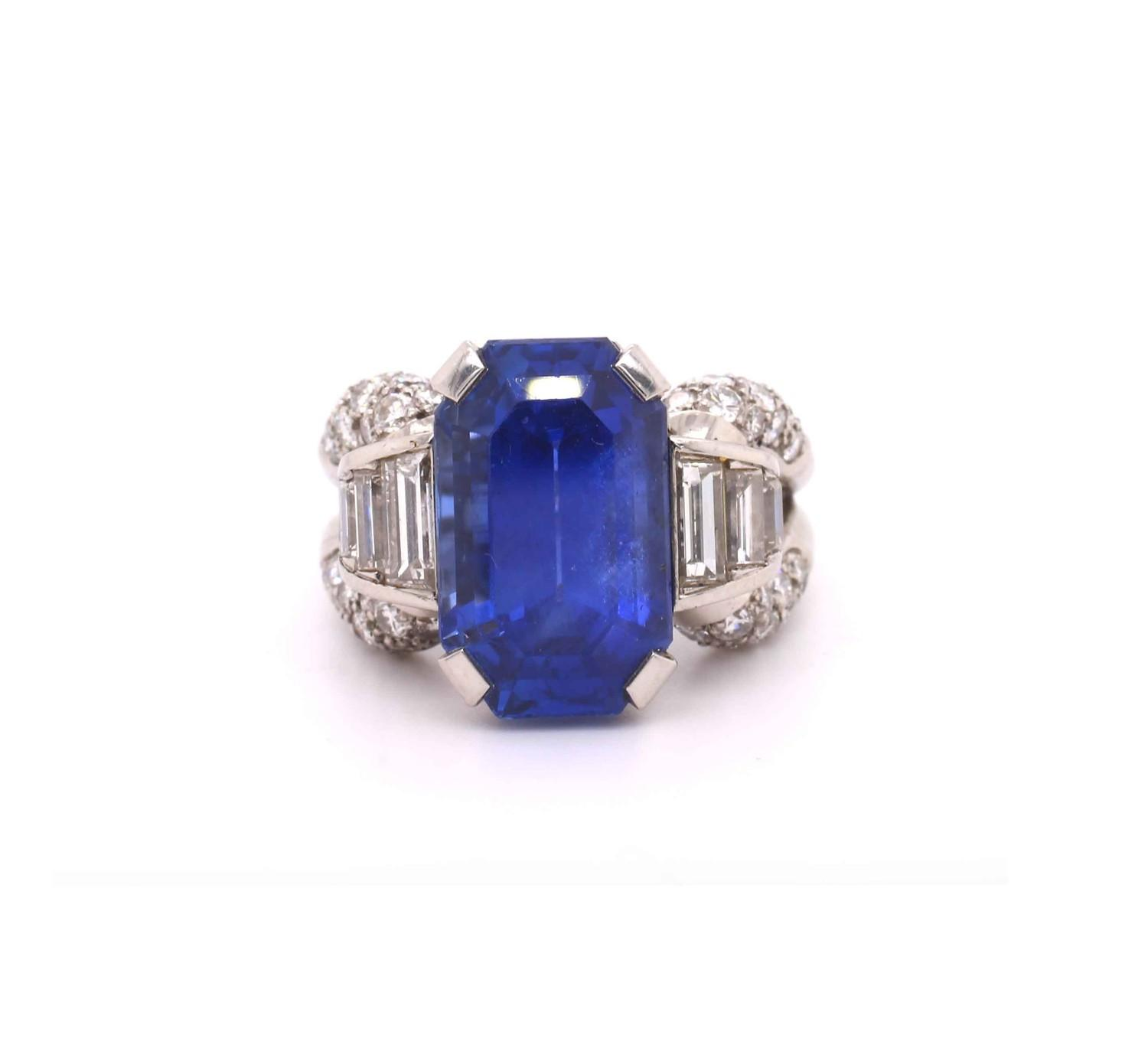 A 1950s Vintage sapphire and diamond ring mounted in platinum. French. Circa 1960. The central - Image 7 of 7
