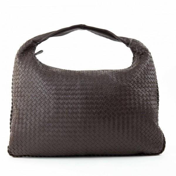 A Bottega Maxi Veneta Ebony Intrecciato Nappa is a fabulous large shoulder bag which takes its