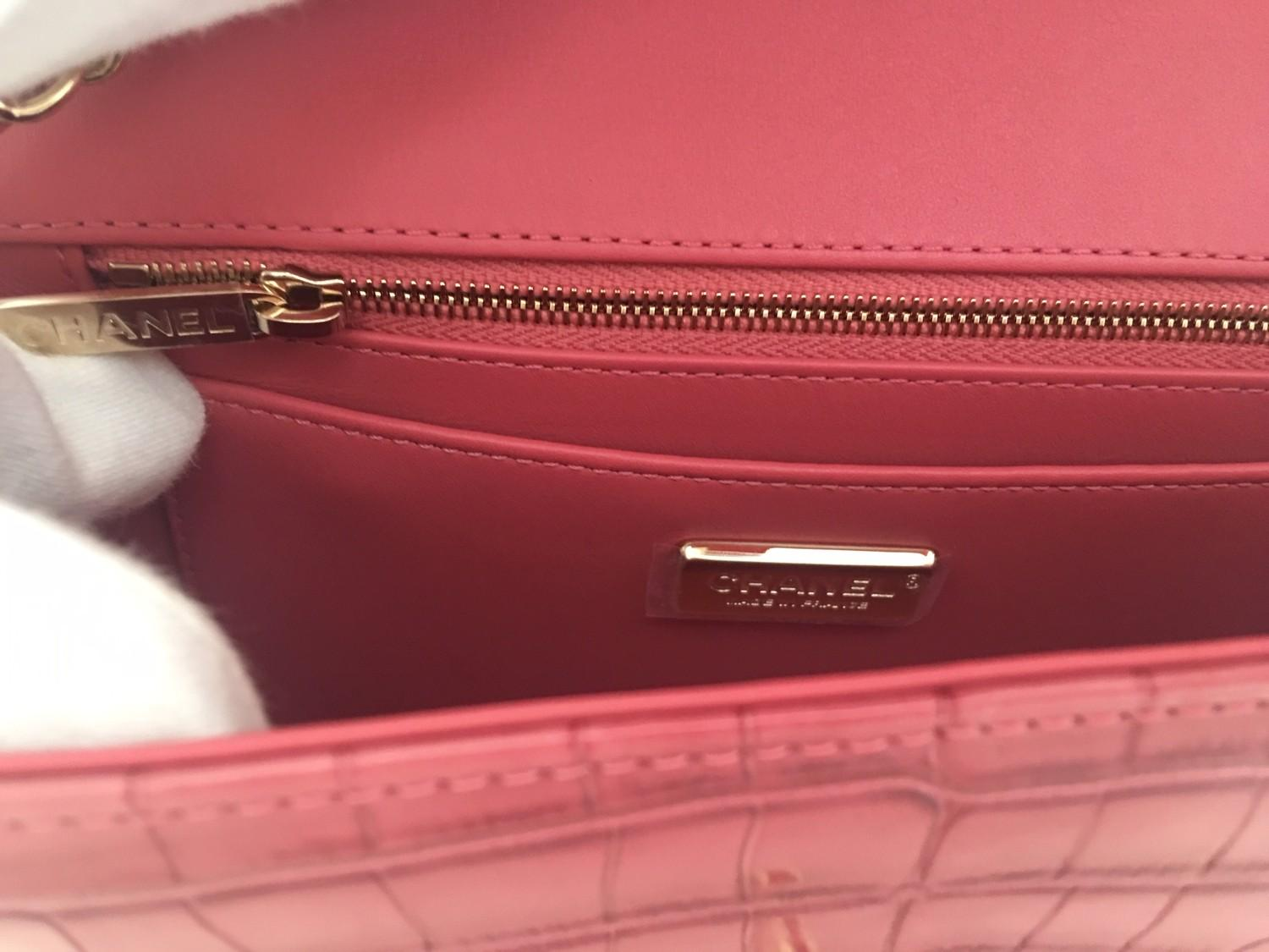 A Chanel Classic Flap in Dusky Pink Crocodile leather with Gold Hardware is instantly recognizable - Image 4 of 5