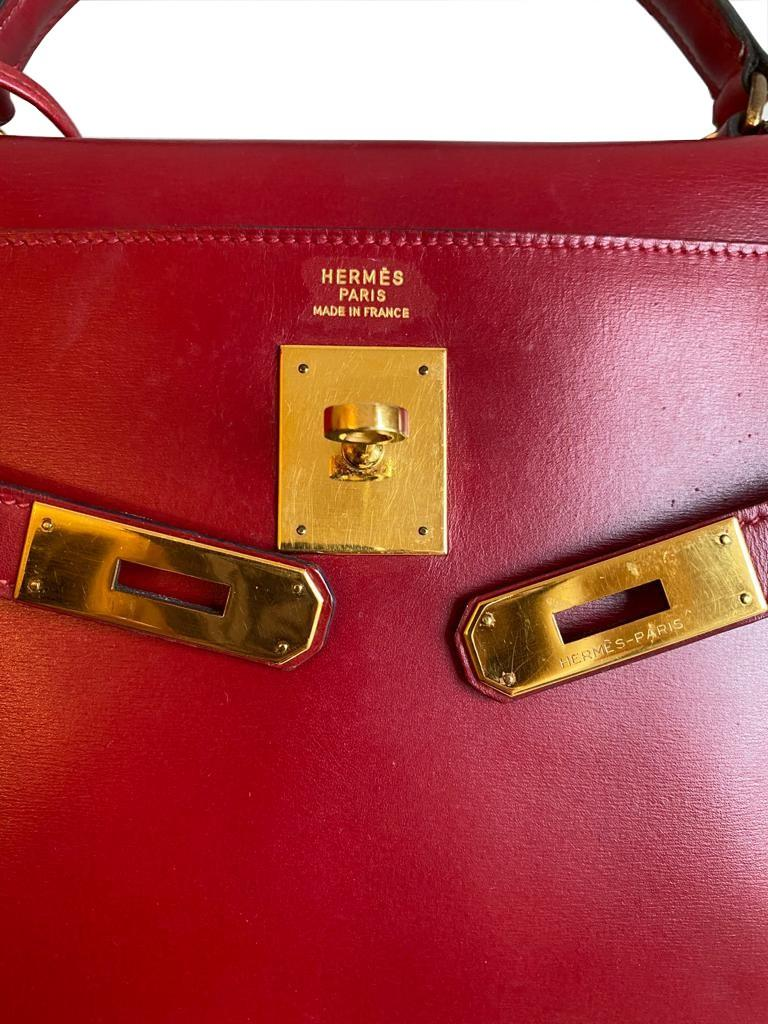 A red Hermes Kelly in tadelakt leather with gold hardware. W.32cm x H.23cm x D.10.5cm, stamped O ( - Image 6 of 7