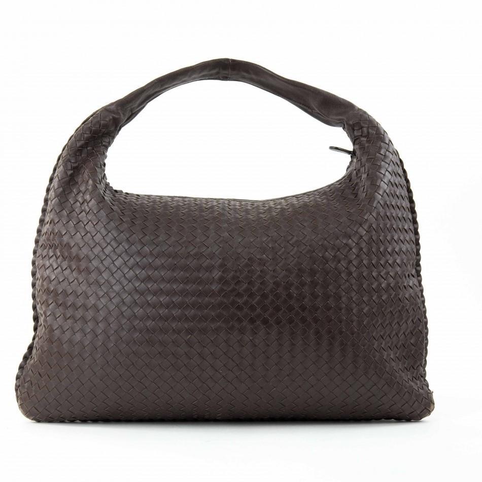 A Bottega Maxi Veneta Ebony Intrecciato Nappa is a fabulous large shoulder bag which takes its - Image 2 of 7
