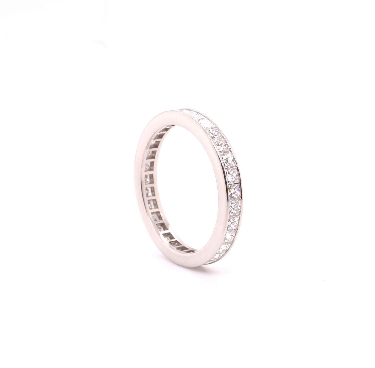 A Princess cut diamond eternity ring mounted in platinum by Tiffany & Co. Contemporary. Signed - Image 4 of 6