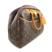 A Louis Vuitton Deauville Cosmetic Bag Monogram Canvas, featuring the LV monogram coated canvas