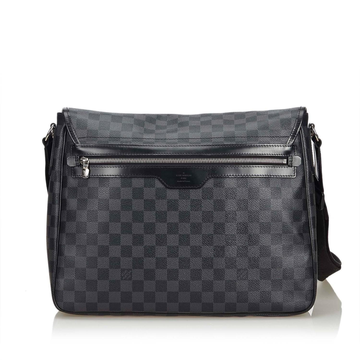 A Louis Vuitton Daniel Messenger Bag Damier Graphite is very resistant to water and scratches, and - Image 3 of 9