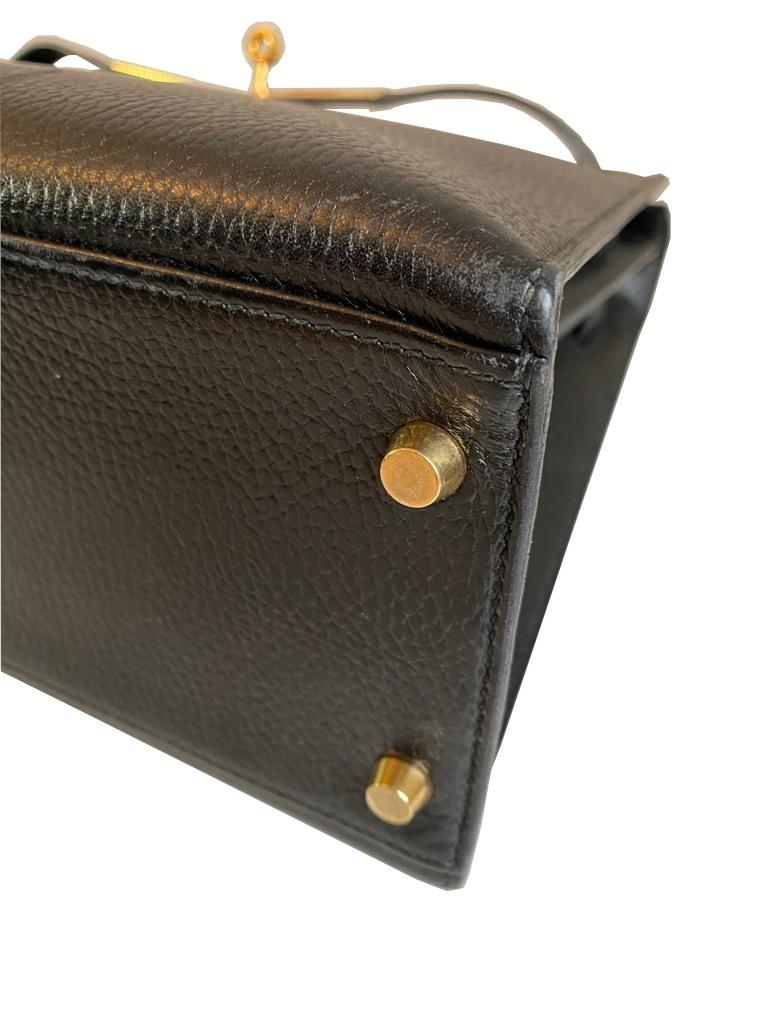 A black Hermes Kelly in Evergrain leather with gold hardware, includes Dustbag, Key (no lock), - Image 7 of 9