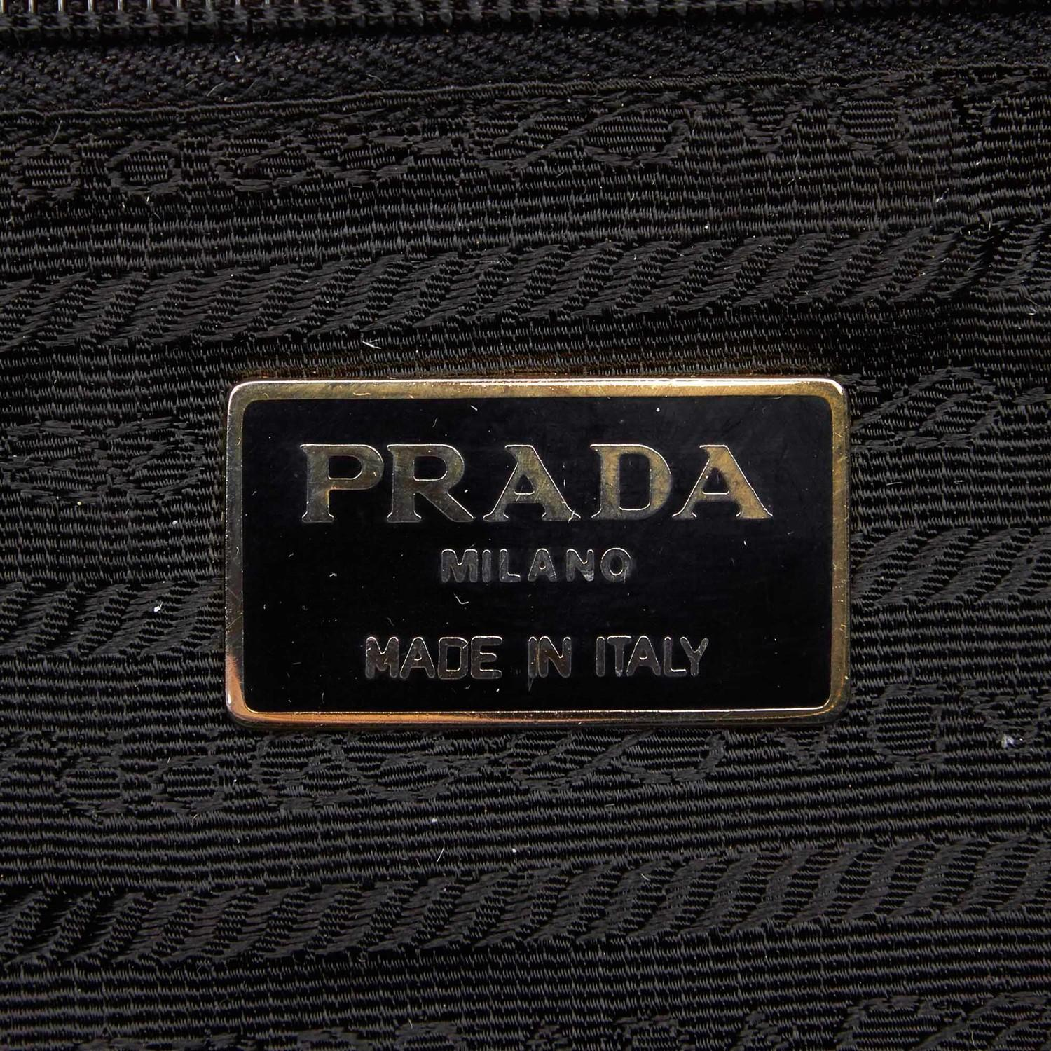 A Prada Tessuto Black Gold, gives you a sporty chic style. In quilted nylon it features gold chain - Image 5 of 5