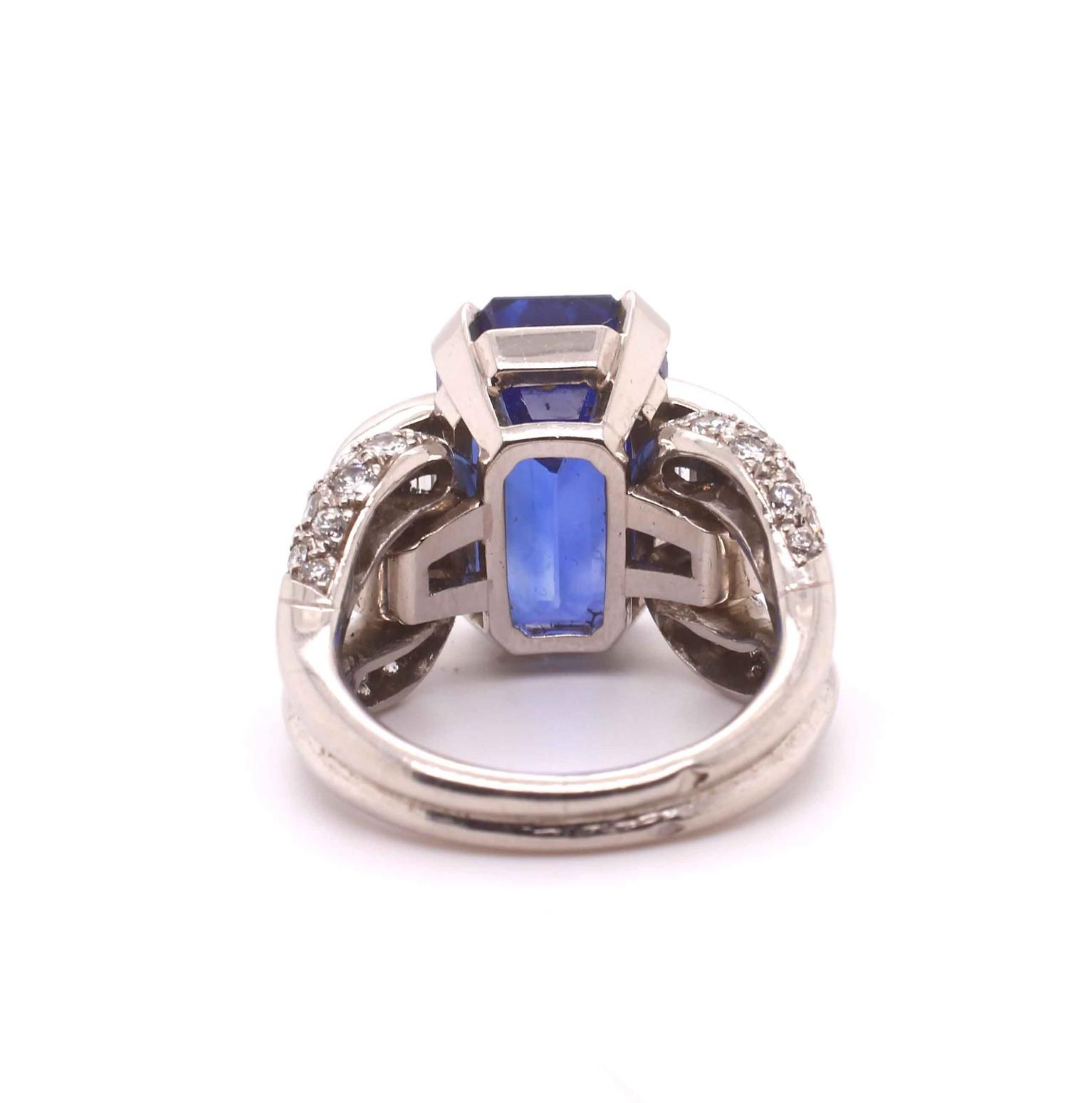 A 1950s Vintage sapphire and diamond ring mounted in platinum. French. Circa 1960. The central - Image 5 of 7