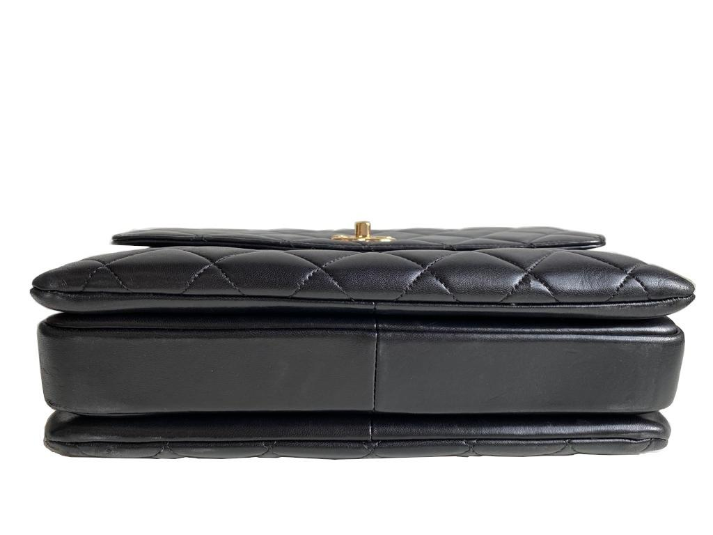 A Chanel Trendy CC in Black quilted leather with Gold Hardware, can be carried either in the hand - Image 8 of 9