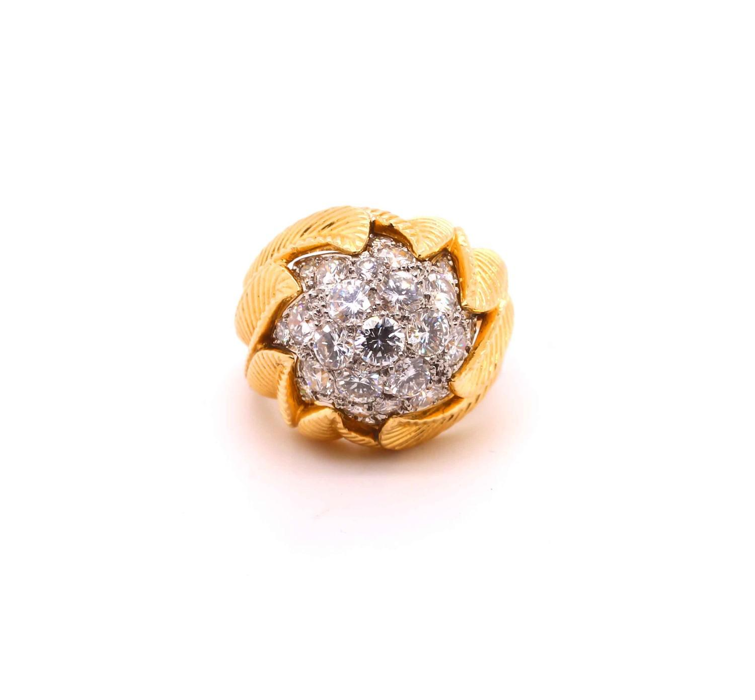 A Van Cleef & Aprel Cocktail Ring with a Pave set diamond flame ring mounted in an intricate - Image 4 of 7