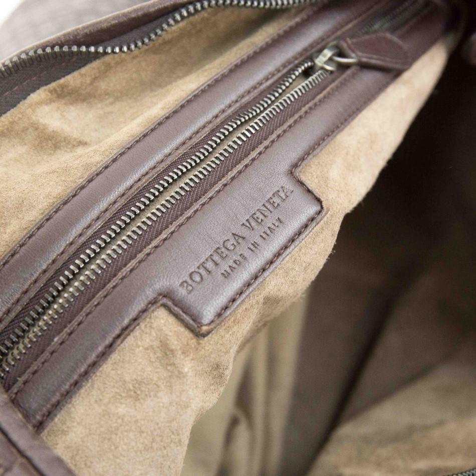 A Bottega Maxi Veneta Ebony Intrecciato Nappa is a fabulous large shoulder bag which takes its - Image 7 of 7