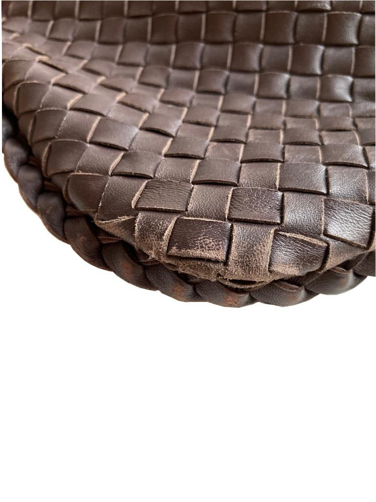 A Bottega Maxi Veneta Ebony Intrecciato Nappa is a fabulous large shoulder bag which takes its - Image 4 of 7