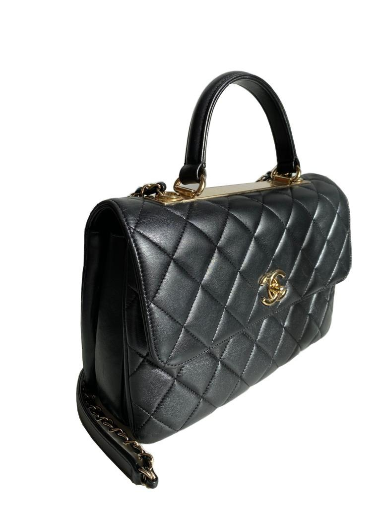 A Chanel Trendy CC in Black quilted leather with Gold Hardware, can be carried either in the hand - Image 4 of 9