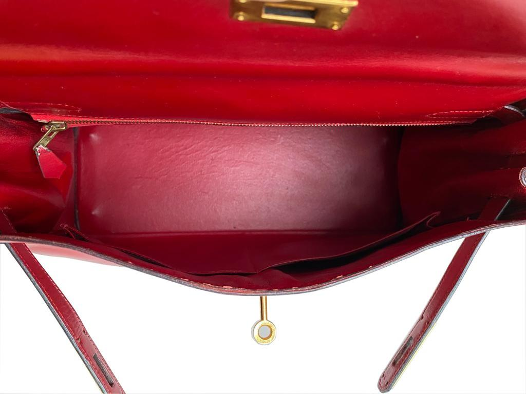A red Hermes Kelly in tadelakt leather with gold hardware. W.32cm x H.23cm x D.10.5cm, stamped O ( - Image 7 of 7