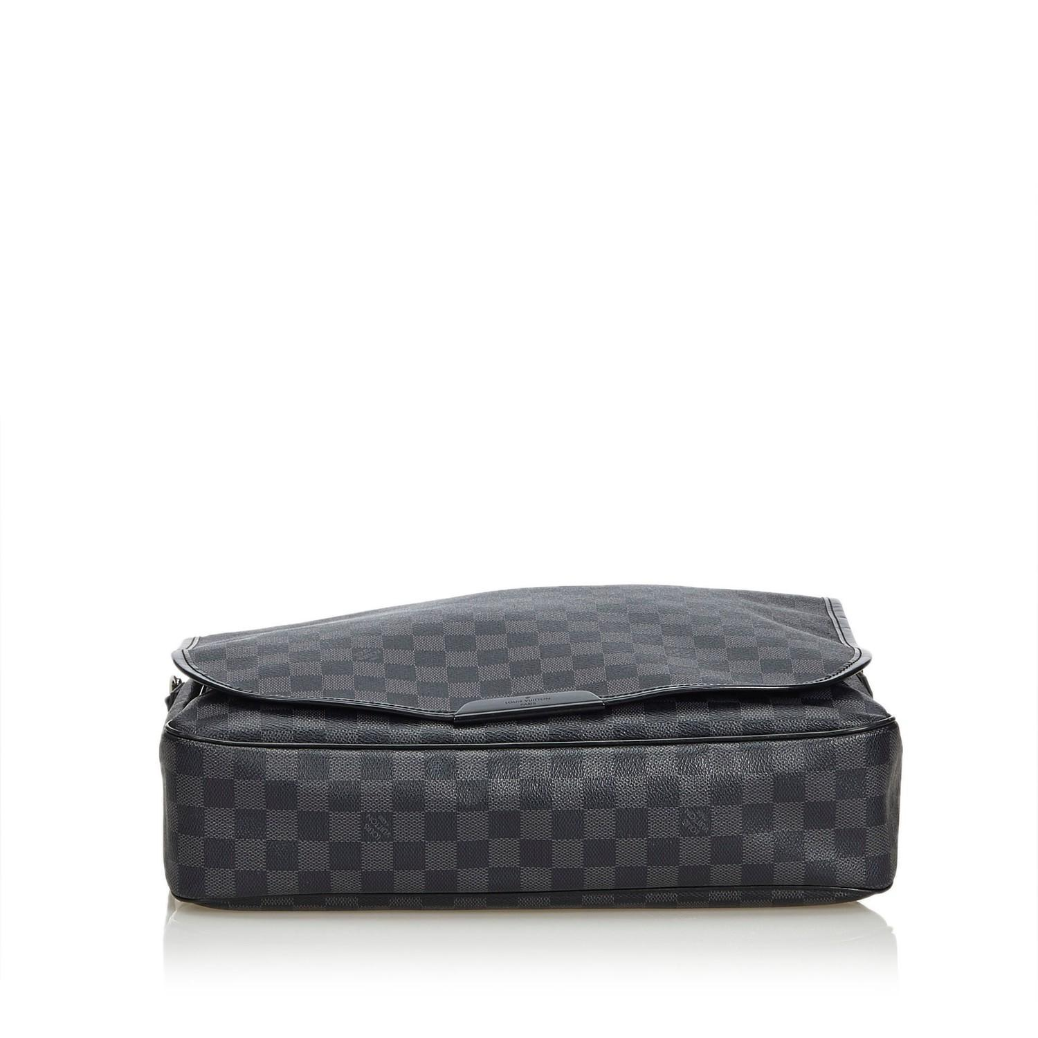 A Louis Vuitton Daniel Messenger Bag Damier Graphite is very resistant to water and scratches, and - Image 4 of 9