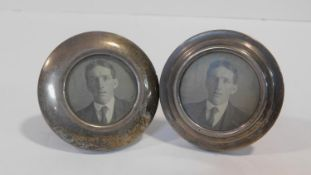 Two circular wooden backed easel silver photo frames. Hallmarked: WHS and FW, London. 6.5x7.5cm
