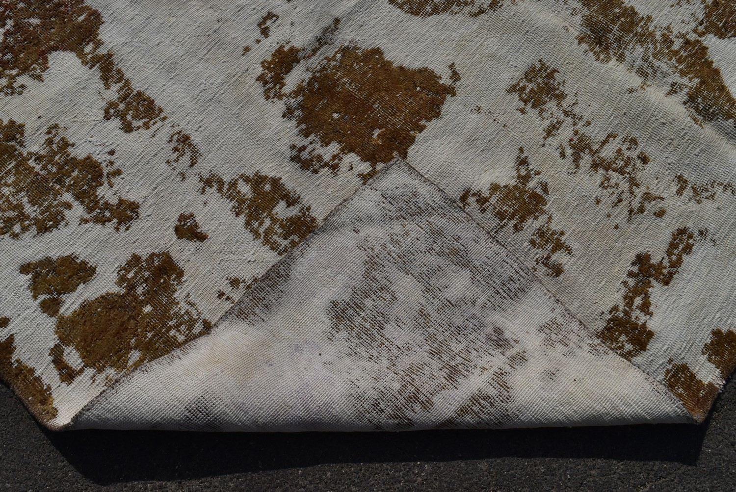 A Persian style re-dyed distressed effect rug. L.217xW.200cm - Image 3 of 3