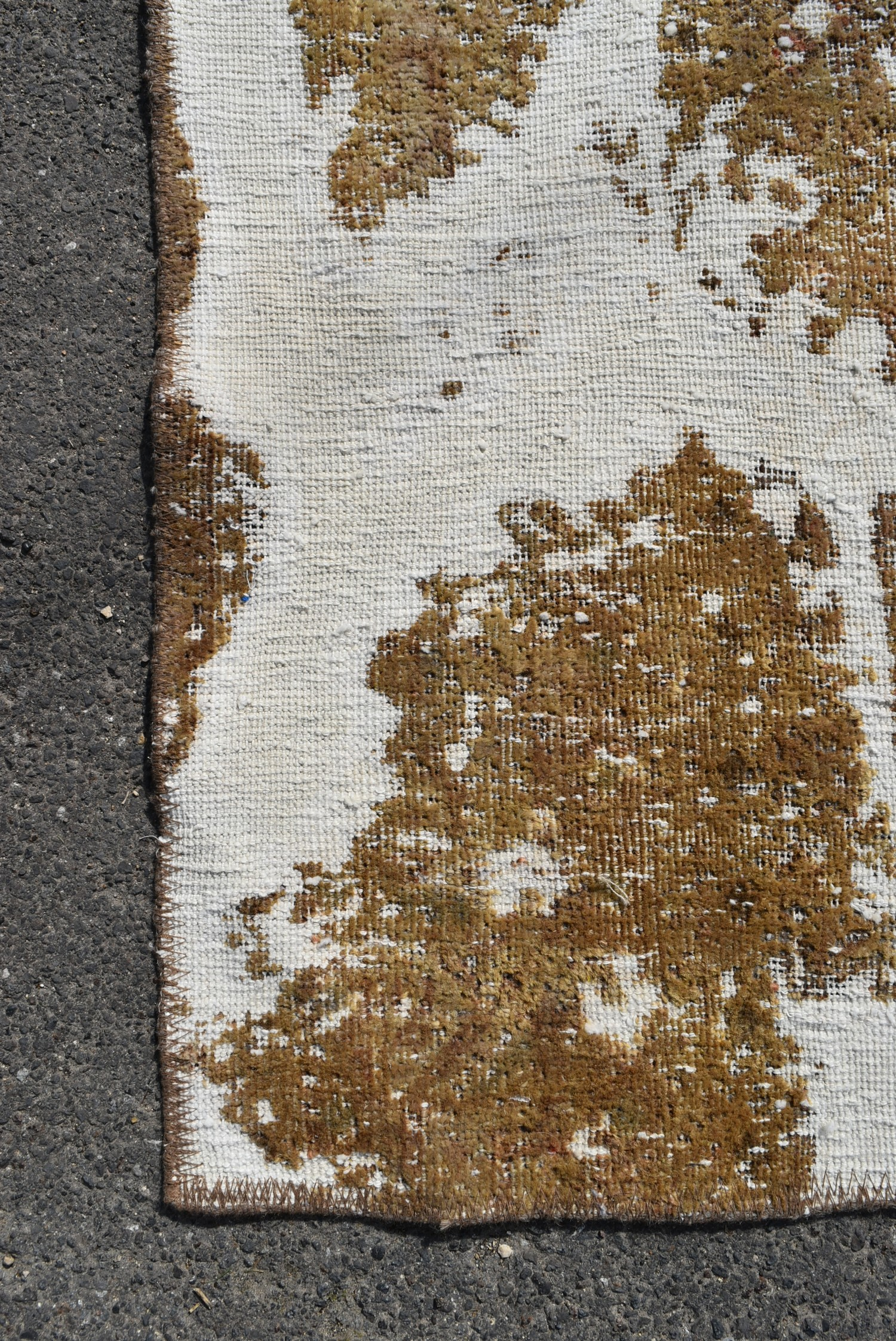 A Persian style re-dyed distressed effect rug. L.217xW.200cm - Image 2 of 3