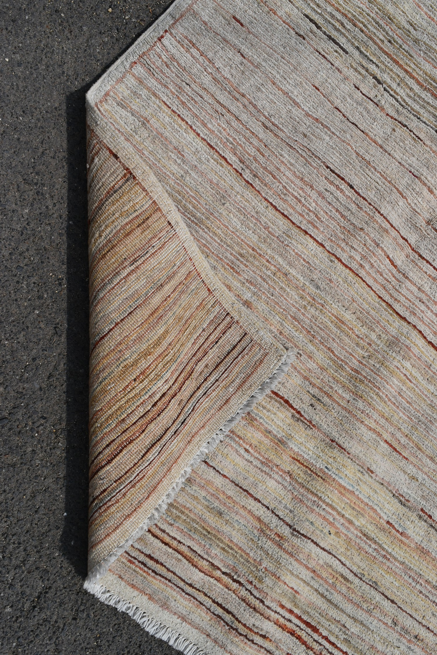 A modern rug with cross weave in hues of red and beige L.140xW.100cm - Image 3 of 3