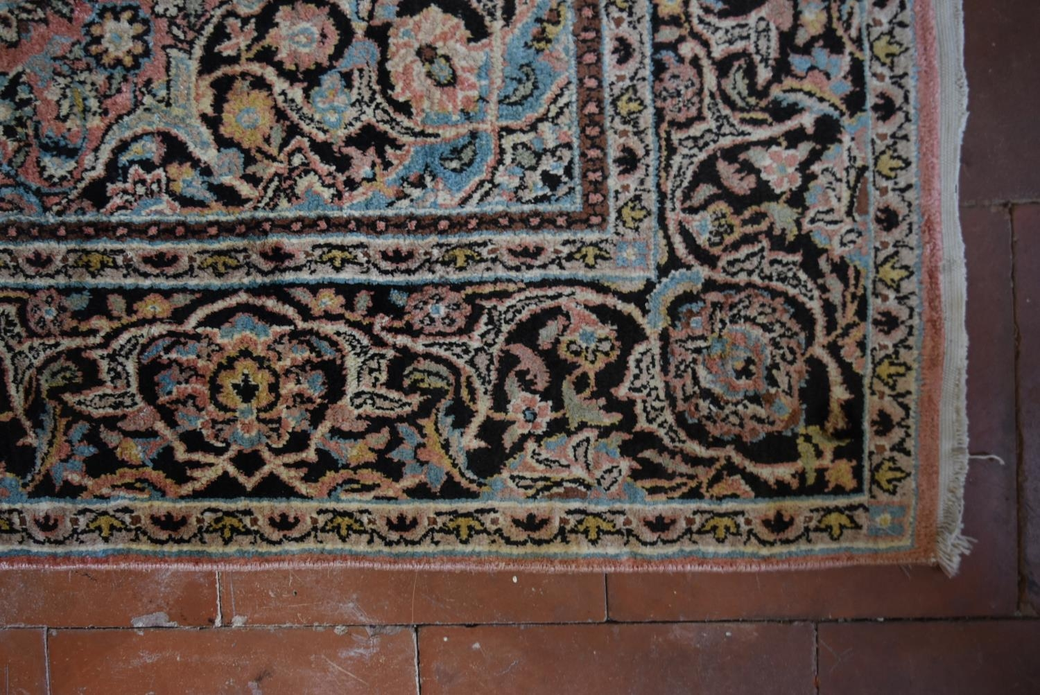 A silk Kashmir rug with central pendant medallion and scrolling floral design on a pale pink - Image 4 of 5