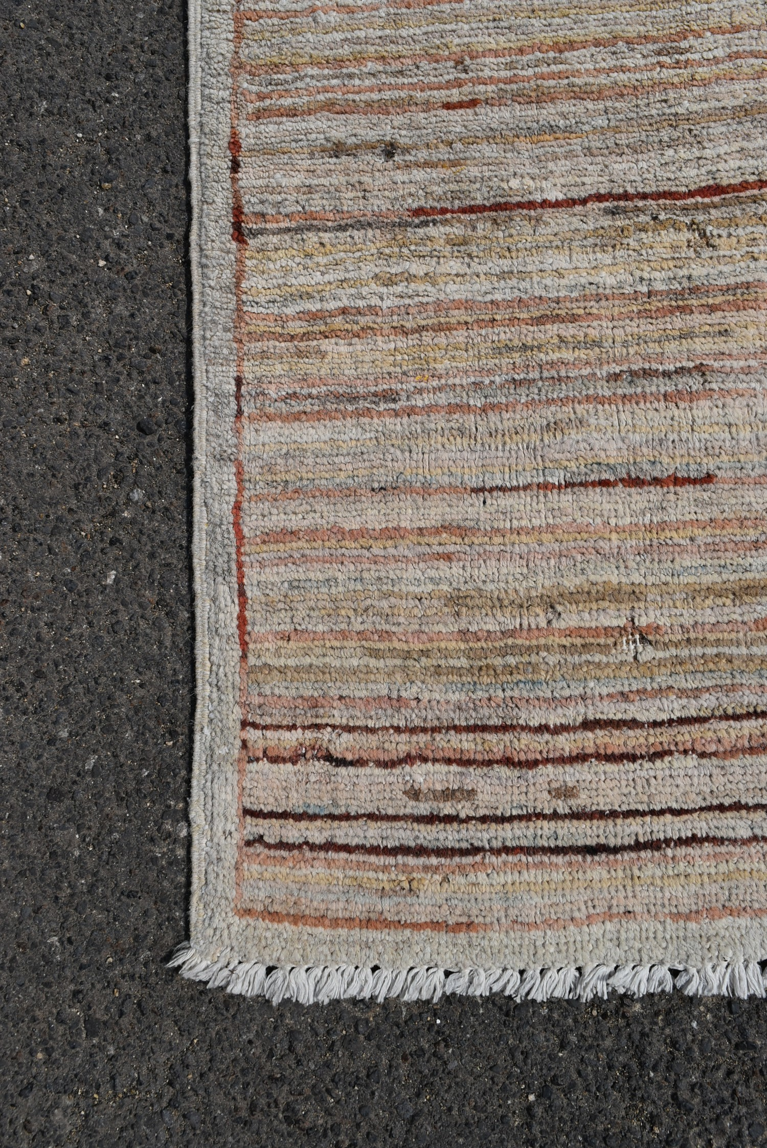 A modern rug with cross weave in hues of red and beige L.140xW.100cm - Image 2 of 3