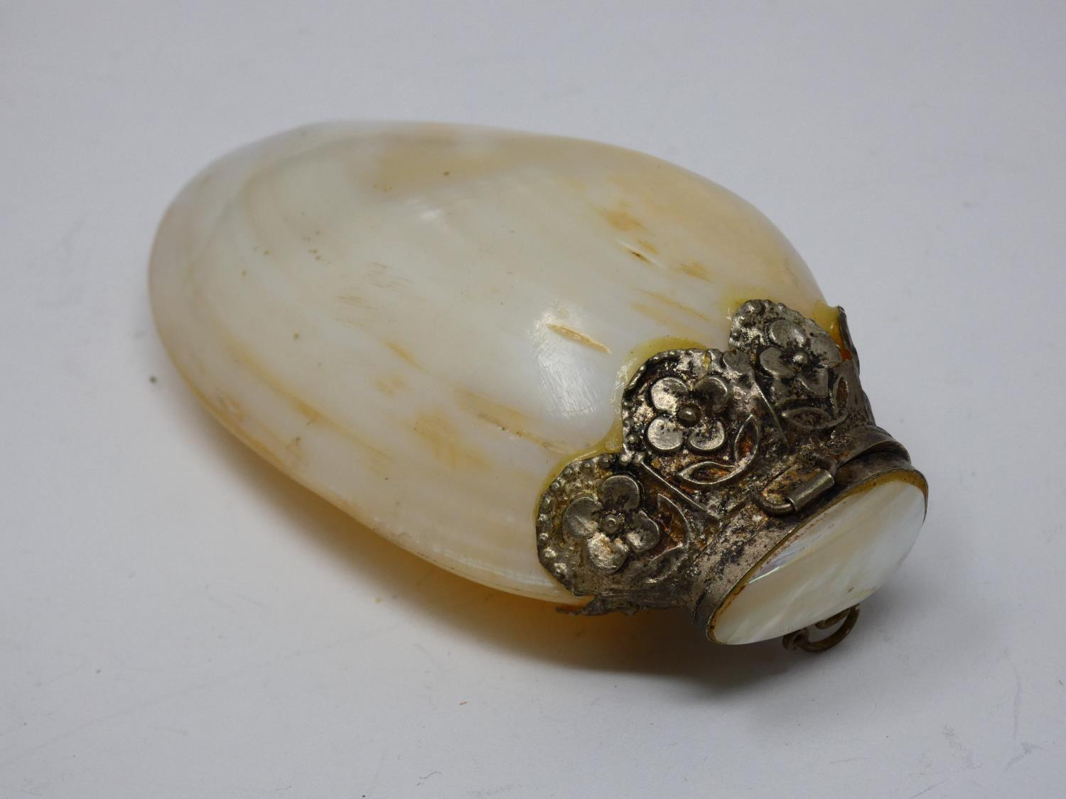 A collection of sea shell trinket boxes, three made from clam shells and three made from sections of - Image 8 of 8