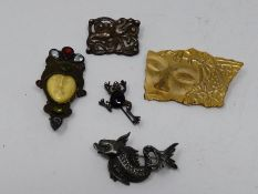 A collection of vintage brooches. Including a silver, marcasite and onyx frog brooch, an Art Nouveau