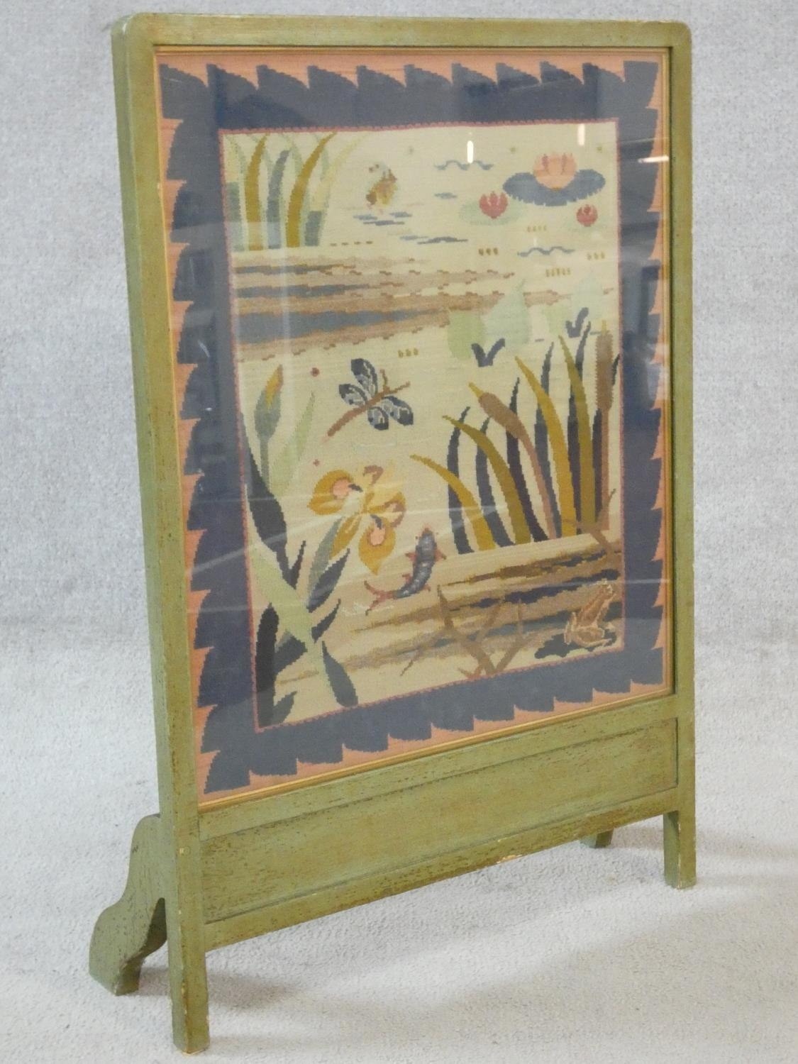 A vintage painted frame fire screen with glazed embroidered tapestry panel depicting the wildlife - Image 3 of 8