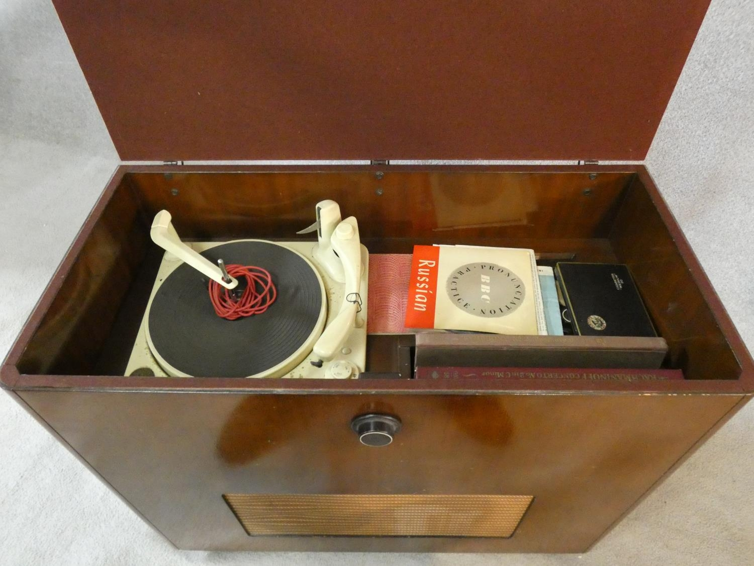 A vintage teak floor standing Ekco radiogram and record player. H.72 W.83 D.39cm - Image 4 of 17